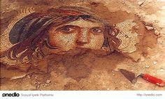 Zeugma-Zeugma, MÖ 300 civarında Büyük İskender'in generallerinden Selevkos I Nikator tarafından kurulmuş bir antik şehirdir. Bugün, Gaziantep ilinin Nizip ilçesine 10 km uzaklıktaki Belkıs köyü eteklerindedir. Çingene Kızı mozaiği ile ün yapmıştır ve kentte çok sayıda mozaik vard