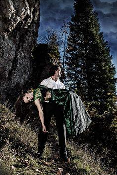 Co-Opera oznacza współdziałanie, połączenie klasyki z rozrywką, tradycji z nowoczesnością; jest swoistą syntezą Sztuk Pięknych.