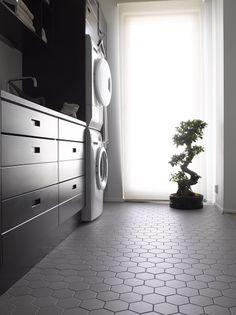 Kohde 10 - Kannustalon Lato House Rooms, Dream Bathrooms, Classic Bathroom, Bathroom Addition, Bathroom Inspiration, New Homes, Living Room Tiles, Laundry In Bathroom, Modern Laundry Rooms