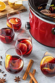 Super easy slow cooker/crock pot spiced mulled wine recipe | More Thanksgiving and Christmas holiday cocktails on blog.hellofresh.com