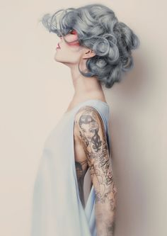 Silver hair // Grey hair Source by lorisux Hair makeup blue grey My Hairstyle, Pretty Hairstyles, Gray Hairstyles, Scene Hairstyles, Latest Hairstyles, Corte Y Color, Going Gray, Hair Goals, Dyed Hair