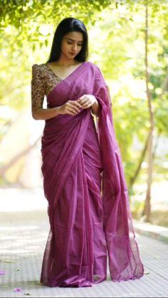 Simple Saree Designs, Simple Sarees, Fancy Blouse Designs, Saree Blouse Neck Designs, Blouse Patterns, Bridesmaid Saree, Ladies Day Dresses, Sleeves Designs For Dresses, Saree Trends