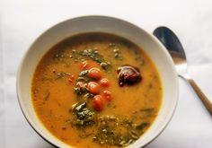 Uma daquelas sopas que apetece mesmo comer, que sacia e é muito reconfortante em… Happy Foods, Thai Red Curry, Healthy, Ethnic Recipes, Portugal, Lifestyle, Blog, Cauliflowers, Butter
