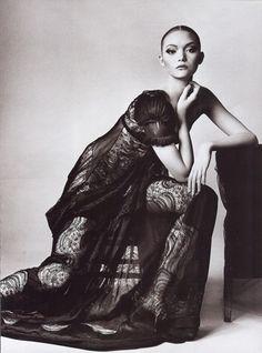 The-Balenciagia-Mystique-Vogue-US-March-2006-Gemma-Ward-Irving-Penn-editorial-2