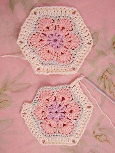 @ Heidi Bears: African Flower Hexagon Join-as-you-go Tutorial, thanks so xox ☆ ★… Crochet Blocks, Crochet Squares, Crochet Granny, Crochet Motif, Crochet Baby, Crochet Patterns, Granny Squares, Crochet Stitches, Crochet Birds