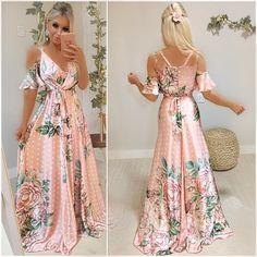 La imagen puede contener: 1 persona, de pie Boho Fashion, Fashion Looks, Fashion Outfits, Grad Dresses, Casual Dresses, Pretty Dresses, Beautiful Dresses, Summer Outfits Women, Summer Dresses