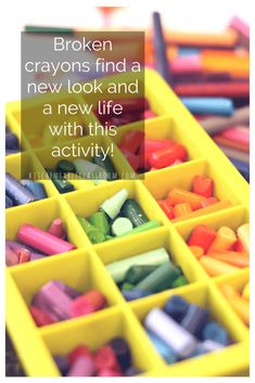 You know that lovely smell that happens when you crack open a new box of crayons? And then not too may days after that those crayons are peeled, and broken, and have lost that new crayon sparkle? Enter this super simple DIY crayon recycling idea. Making Crayons, Diy Crayons, Crayon Crafts, Broken Crayons, Crayon Art, Melt Crayons, Art For Kids, Crafts For Kids, Kid Art