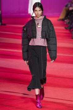 Phillip Lim Fall 2017 Ready-to-Wear Fashion Show Collection Fashion 2017, Boho Fashion, Fashion Show, Girl Fashion, Fashion Design, 3.1 Phillip Lim, Winter Collection, Fashion Pants, Autumn Winter Fashion