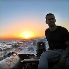 Paul Walker Two thing in one picture that I can looking at for the rest of my life❤ Paul Walker Body, Rip Paul Walker, The Furious, Fast And Furious, Paul Walker Pictures, Papi Chulo, Love You Baby, I Miss Him, Passion