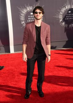 Darren Criss arrives at the 2014 MTV Video Music Awards at The Forum in Inglewood, California. (8/24/14)