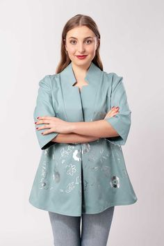 How beautiful is the Lara Blouse/jacket from Schnittchen patterns with its stylish understated design! Jacket Pattern, Top Pattern, Blouse Patterns, Sewing Patterns, Sewing Magazines, Sewing Blogs, Models, Blouse Dress, Couture