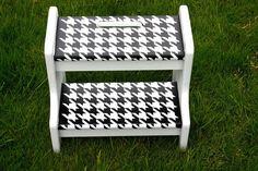 DIY Furniture : DIY  Houndstooth stool