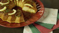 Consiente a tu familia con este delicioso flan de guayaba con tomillo. Tiene un agradable dulzor que va perfecto con lo aromático del tomillo. Es fácil de preparar y lo puedes hacer con un día de anticipación.