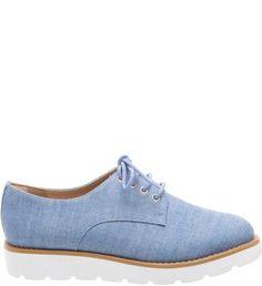 Oxford Tratorado Jeans | Arezzo - O sapato oxford segue a tendência tomboy, que é uma das mais fortes para esse verão. Em jeans e com solado branco tratorado, ele confere um toque de estilo a qualquer visual. Invista em uma peça com uma pegada masculina para atualizar seus looks!
