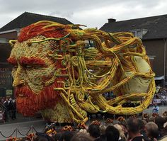 Insanely Surreal Van Gogh-Inspired Flower Parade Floats of Corso Zundert - Neatorama