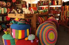 La lana se instaló en la decoración y ahora también viste la casa