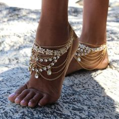 For my bohemian wedding ceremony. Beautiful beach wedding shoes Source by bodykandycouture. Barefoot Sandals Wedding, Beach Wedding Shoes, Bridal Shoes, Boho Wedding, Beach Weddings, Foot Jewelry Wedding, Gold Anklet, Gold Chains For Men, Moda Boho