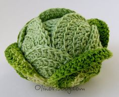 OlinoHobby: Зеленые овощи Now to find the directions in English and knit in… Fruits En Crochet, Crochet Food, Cute Crochet, Crochet Crafts, Crochet Dolls, Crochet Yarn, Yarn Crafts, Crochet Flowers, Crochet Projects
