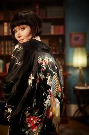 Do you love the series Miss Fisher's Murder Mysteries?Are you inspired by her amazing wardrobe and the set design?Learn to dress, decorate Miss Fisher Style Retro Mode, Mode Vintage, Belle Epoque, 20s Fashion, Vintage Fashion, Miss Fisher, Mystery Photos, Murder Mysteries, Glamour