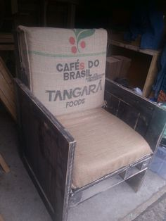 Coffee bean sack crate chair Coffee Bean Sacks, Tub Chair, Crates, Armchair, Projects To Try, Rockers, Benches, Furniture, Home Decor