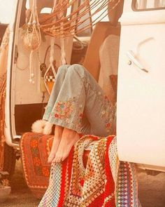 ❤ ☮ ✌︎ ♕ ☻☺ ✤ ☂ ↜ ➳ ☯ ♁ ♥ ॐ ღ ☀️ ✿ڿڰۣ(̆̃̃ ≫ * ❃✿ ✿⊱╮❇Ƹ̵̡Ӝ̵̨̄Ʒ❀ I K⧢ Boho chic bohemian boho style hippy hippie chic bohème vibe gypsy fashion indie folk . Hippie Style, Hippie Man, Hippie Love, Hippie Bohemian, Gypsy Style, Boho Gypsy, Hippie Chic, Modern Hippie, Bohemian Style