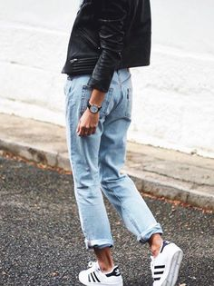 Leather jacket, boyfriend jeans, sneakers.