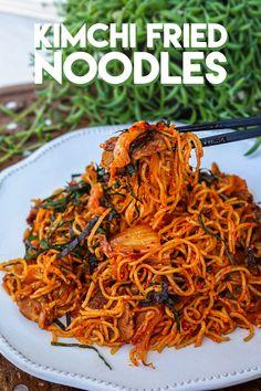 The BEST Kimchi Fried Noodles Recipe & Video - Seonkyoung Longest Kimchi Noodles, Kimchi Fried Rice, Asian Recipes, Healthy Recipes, Healthy Food, Oriental Recipes, Asian Foods, Spicy Recipes, Traditional Kimchi Recipe