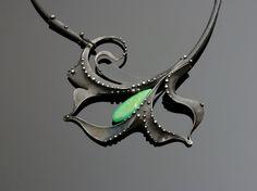 Necklaces –Oliv ová