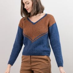 Ivolo - Tröja Mönster Easy Knitting Patterns, Free Knitting, Crochet Patterns, Sweater Patterns, V Neck Blouse, Knit Or Crochet, Color Change, Free Pattern, Turtle Neck