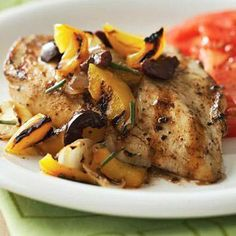 Chicken with Yellow Pepper-Olive Grilled Salsa Say bye-bye to boring, bland chicken. Try this low-carb recipe that's bursting with Mediterranean flavor any night of the week. Easy Diabetic Meals, Diabetic Snacks, Healthy Snacks For Diabetics, Healthy Eating Recipes, Diabetic Recipes, Diet Recipes, Chicken Recipes, Cooking Recipes, Diabetic Friendly