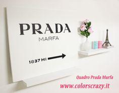 Quadro con logo Prada Marfa classico, realizzato con acrilico nero su tela bianca. Pulito ed essenziale,  semplice nella rappresentazione ma di forte impatto! Acquistalo su www.colorscrazy.it