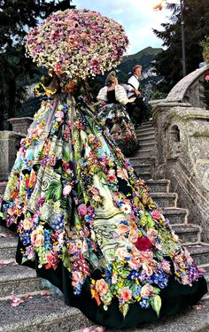 + › Dolce & Gabbana Alta Moda Modenschau in Como, Juli DGLovesComo dolcegab … Dolce & Gabbana Alta Moda Modenschau in Como, Juli DGLovesComo dolcegab . Dolce & Gabbana Alta Moda Modenschau in Como, Juli DGLovesComo dolcegab . Moda Fashion, High Fashion, Fashion Show, Fashion Design, Trendy Fashion, Style Couture, Couture Fashion, Flower Dresses, Pretty Dresses