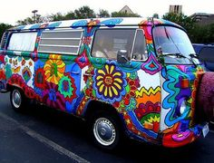groovy painted vw bus ♠ re-pinned by http://www.wfpblogs.com/category/toms-blog/