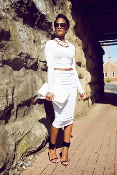 MONOCHROMATIC OUTFIT IDEAS - White Crop Top
