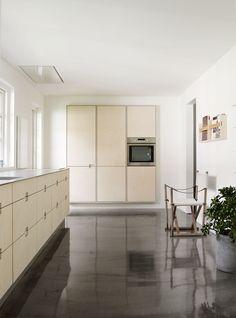 Kjøkken i bjørk, kryssfiner - Køkkenskaberne
