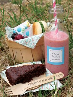Picnic Birthday Smoothie Recipe from the Evermine blog #recipe #smoothie #picnic