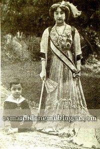 Osmanlı Hanedan Fotoğrafları Abdulhamid II - Sultan Abdulhamid'in büyük oğlu Şehzade Mehmet selim efendi'nin çocukları Nemika sultan ve Abdülkerim efendi.