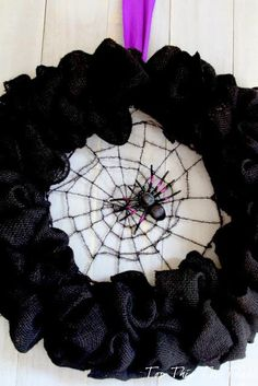 DIY Halloween : DIY One Black Burlap Wreath DIY Halloween Decor