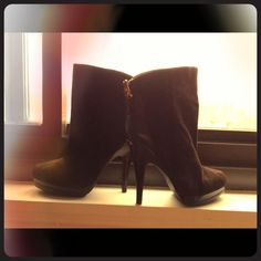 Michael Kors sz 7 ankle boots. Michael Kors, size 7, off black/brownish, ankle boots. Never worn! Michael Kors Shoes Ankle Boots & Booties