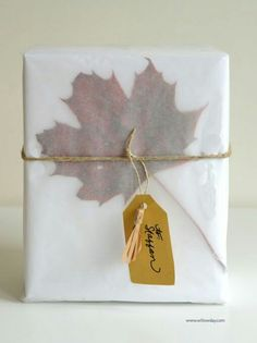 gift wrap tracing paper + leaves : you could also use white tissue paper. Wrapping Ideas, Wrapping Gift, Gift Wraping, Creative Gift Wrapping, Creative Gifts, Paper Wrapping, Pretty Packaging, Gift Packaging, Craft Gifts