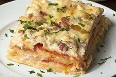Aprenda a fazer a lasanha de frango e bacon: | Esta lasanha de frango e bacon é o almoço perfeito para sua família
