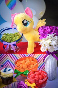 Mini comida fría del caramelo de una pequeña fiesta de cumpleaños