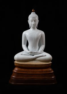 """""""Money will not last. Fame will not last. But how you touched others will always stay behind! Thai Buddha Statue, Buddha Art, Buddha Statues, Human Sculpture, Buddha Sculpture, Theravada Buddhism, Buddha Garden, Gautama Buddha, Thai Art"""
