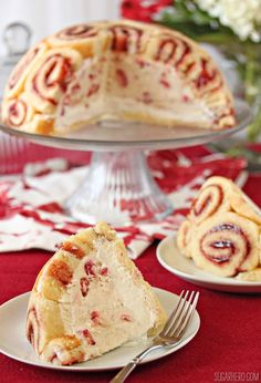 This beautiful Charlotte Royale cake recipe features slices of Swiss roll cake around a delicious vanilla-strawberry mousse filling! Charlotte Royale Cake Recipe, Charlotte Cake, Swiss Roll Cakes, Swiss Cake, Sweet Recipes, Cake Recipes, Dessert Recipes, Just Desserts, Delicious Desserts
