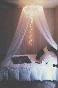 65 very beautiful and comfortable bedroom decor ideas 00010 Furniture Classic Girl Bedroom Designs Beautiful Bedroom Classic COMFORTABLE Decor furniture Ideas Bedroom Ideas For Small Rooms Women, Small Room Bedroom, Room Ideas Bedroom, Diy Bedroom, Canopy Bedroom, Canopy Beds, Bed Curtains, Small Bedrooms, Bedroom Ceiling