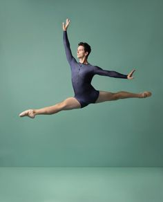 In our last podcast, we talked with acclaimed principal dancer Guillaume Côté 😍 Listen to Guillaume talk about the how the 20 artists have created works during the lockdown for the upcoming festival, life as a principal dancer, his love of music, his passion for ballet, being a dad and his partnership with his wife, fellow principal dancer Heather Ogden. Click to listen!