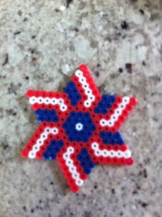 Perler beads red, white & blue star Easy Perler Bead Patterns, Diy Perler Beads, Perler Bead Art, Pearler Beads, Fuse Beads, Pearl Beads Pattern, Perler Bead Disney, Beaded Banners, Melting Beads