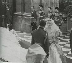 Lady Diana waits for the bridesmaids to finish straighten out her 25 foot train before she walks down the isle of St. Paul's Cathedral for her marriage to The Prince Of Wales, July Princess Diana Rare, Princess Diana Wedding, Princess Diana Pictures, Princes Diana, Princess Of Wales, Royal Wedding 1981, Royal Wedding Gowns, Royal Weddings, Charles And Diana Wedding