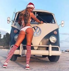 Volkswagen Minibus, Volkswagen Transporter, Vw T1, Volkswagen Group, Bus Girl, Abercrombie Girls, Vw Vintage, Porsche Models, Womens Fashion