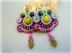 Short soutache purple earrings green-purple by elrinconcitodezivi